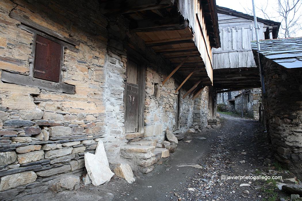 Localidad de Montes de Valdueza. Valle del Silencio. El Bierzo. León. Castilla y León. España © Javier Prieto Gallego