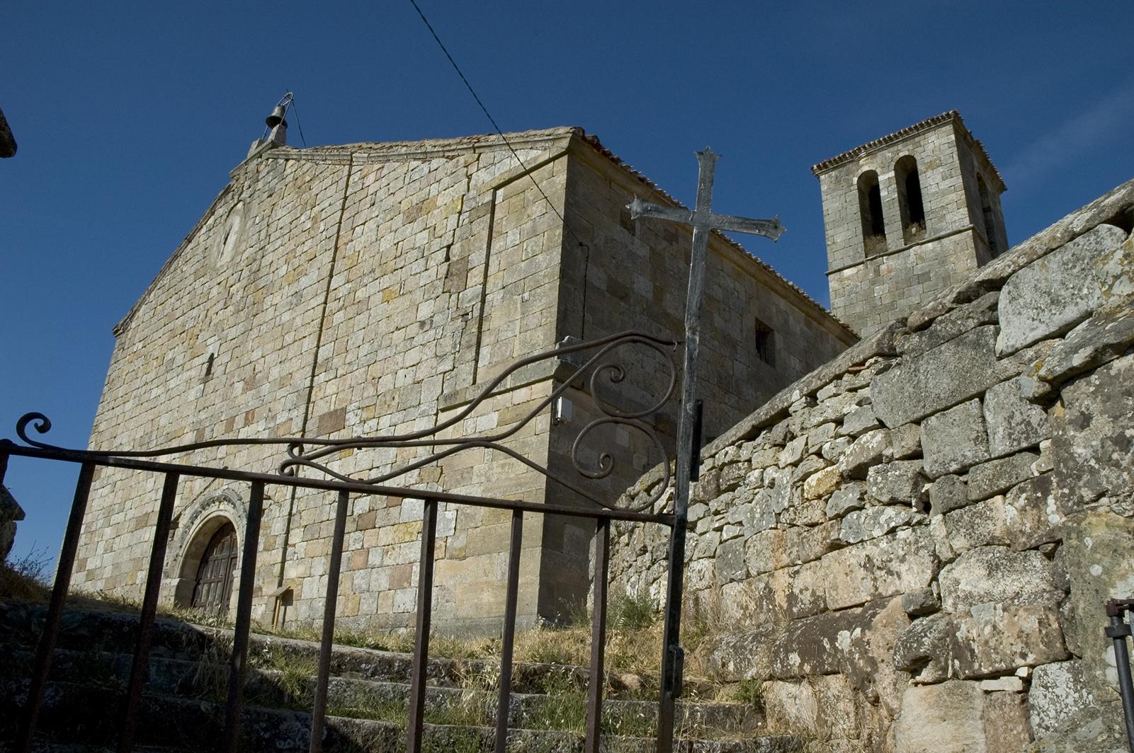 Iglesia románica de Lara de los Infantes, del siglo XII. Tierras de Lara. Burgos. Castilla y León. España © Javier Prieto Gallego;