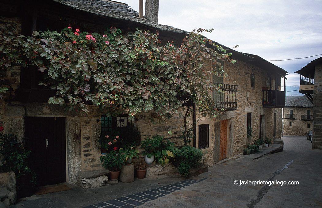 Arquitectura tradicional en Puebla de Sanabria. Zamora. Castilla y León. España. © Javier Prieto Gallego