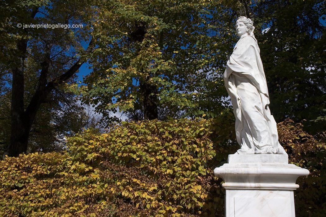 Estatua qye adorna el paseo de La Cascada. Jardines del Palacio Real de La Granja de San Ildefonso. Segovia. España © Javier Prieto Gallego