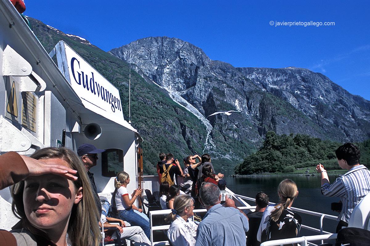 Ferris que recorren el fiordo de Aurlandfjord, a cuyo final se localiza Flåm, una población de unos 500 habitantes. Fiordos noruegos. Noruega. © Javier Prieto Gallego