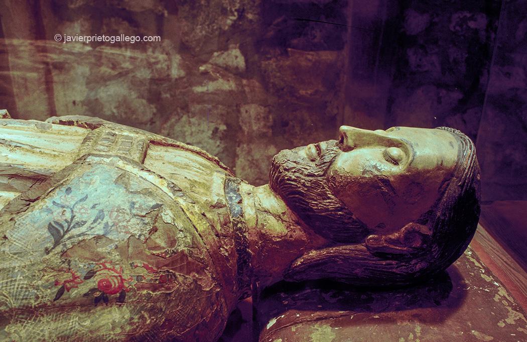Sepulcro de santo Toribio. siglo XIV. Monasterio de Santo Toribio de Liébana. Cantabria. España. copy javier prieto gallego