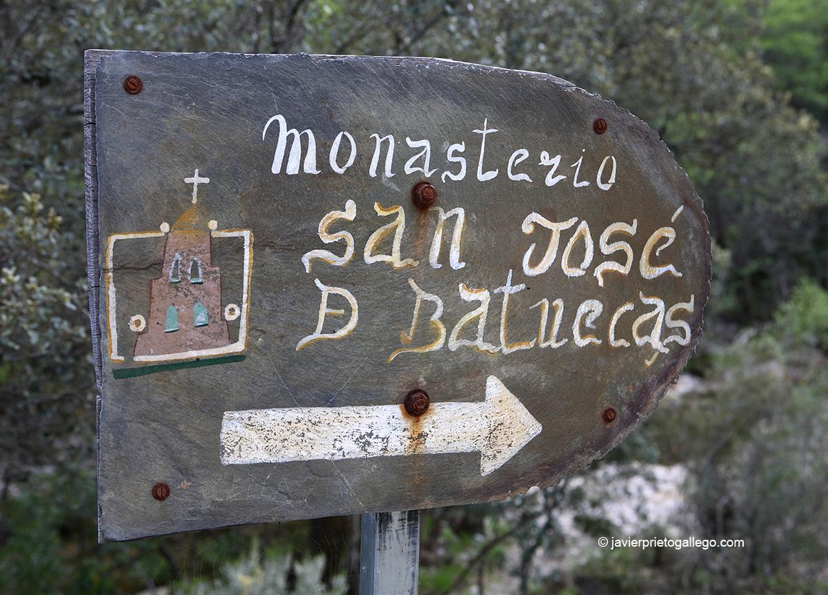 Cartel que señaliza el Santuario del Santo Desierto de San José de las Batuecas. Parque Natural de Las Batuecas-Sierra de Francia. Salamanca. Castilla y León. España.