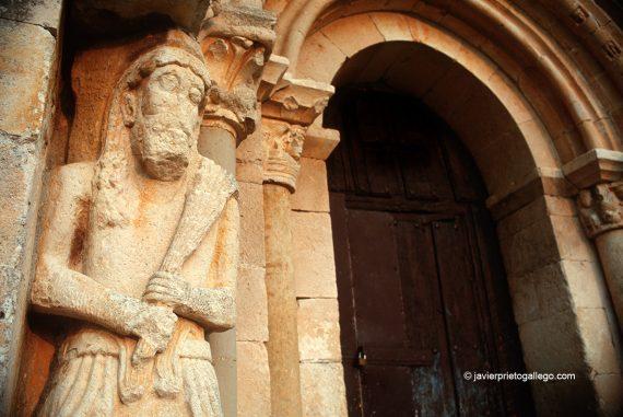 Portada de San Pantaleón de Losa. Burgos. Castilla y León. España © Javier Prieto Gallego;