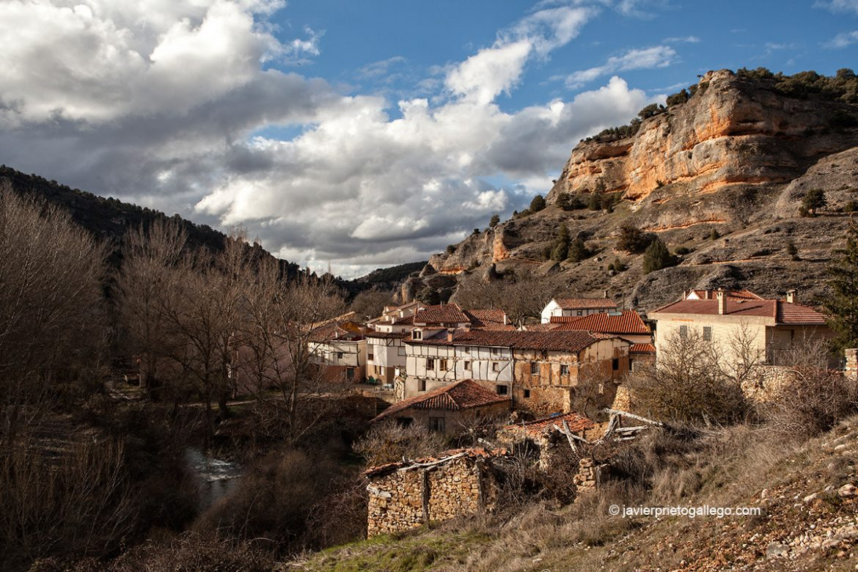 Cantiles y buitreras de la localidad de Ura. Burgos. Castilla y León. España © Javier Prieto Gallego