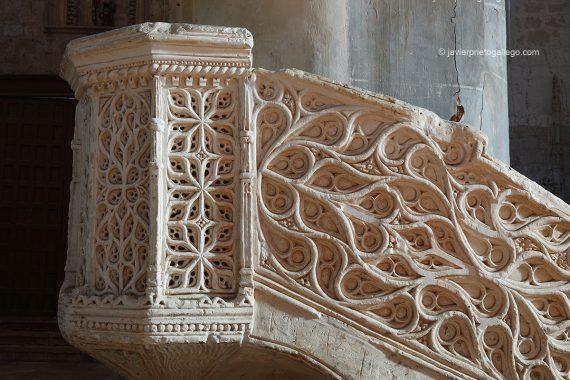 Púlpito mudéjar del siglo XVI. Iglesia de San Miguel. Mahamud. Burgos. Castilla y León. España. © Javier Prieto Gallego