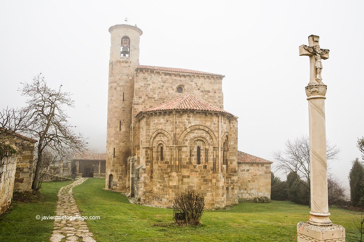 Colegiata de San Martín de Elines. Siglo X. Románico. Río Ebro. Cantabria. España.© Javier Prieto Gallego