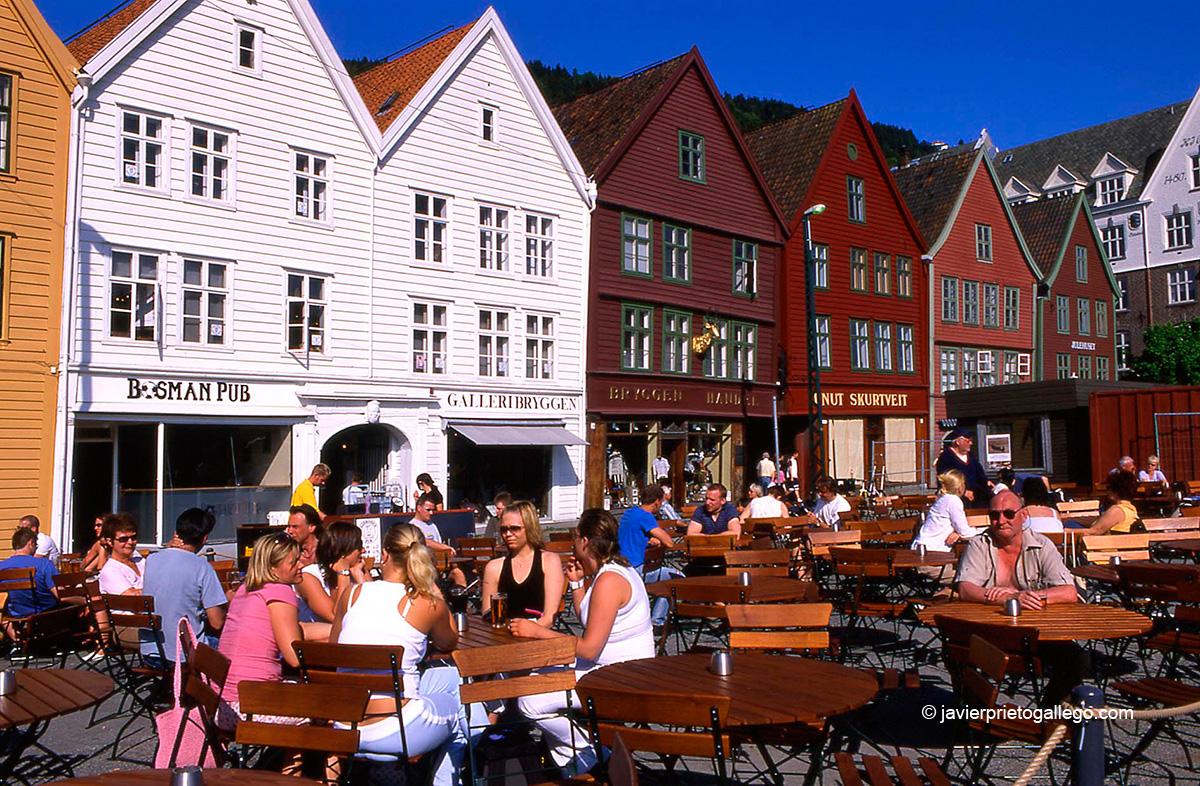 Casas típicas del Bryggen, el barrio histórico del puerto de Bergen declarado Patrimonio de la Humanidad. Desde aquí partió la princesa Cristina de Noruega en 1257. Bergen. Noruega © Javier Prieto Gallego