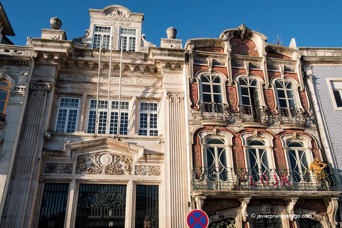 A la derecha el edificio de la antigua Cooperativa Agríciola. Canal Central de Aveiro. Portugal © Javier Prieto Gallego
