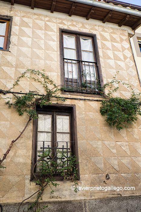 Fachada con esgrafiados en una calle de Villanueva del Conde. Sierra de Francia. Salamanca. Castilla y León. España © Javier Prieto Gallego