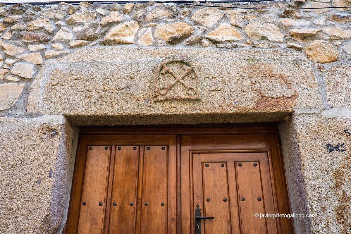 Dintel labrado en una casa de Villanueva del Conde. Sierra de Francia. Salamanca. Castilla y León. España © Javier Prieto Gallego