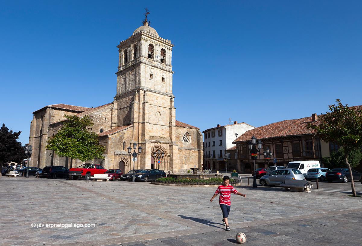 Colegiata de San Miguel Arcángel. Aguilar de Campoo. Palencia. Castilla y León. España © Javier Prieto Gallego
