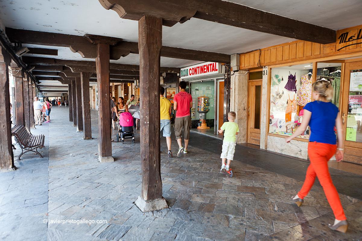 Soportales de la plaza de España. Aguilar de Campoo. Palencia. Castilla y León. España © Javier Prieto Gallego