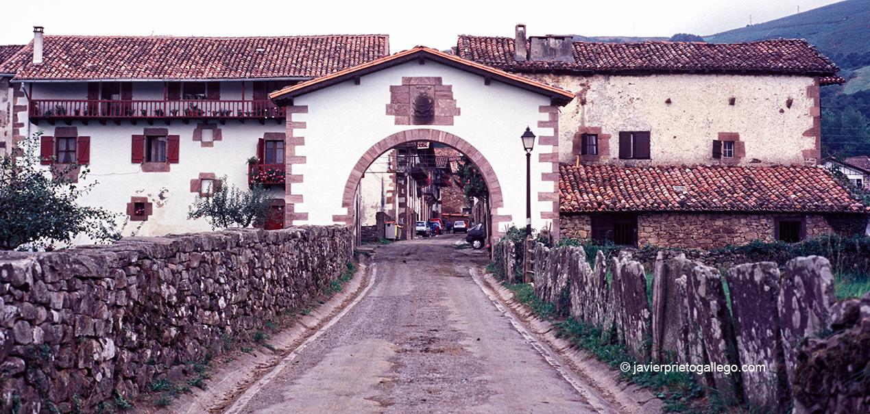 Entrada a la localidad de Maya. Valle de Baztán. Navarra. España © Javier Prieto Gallego;
