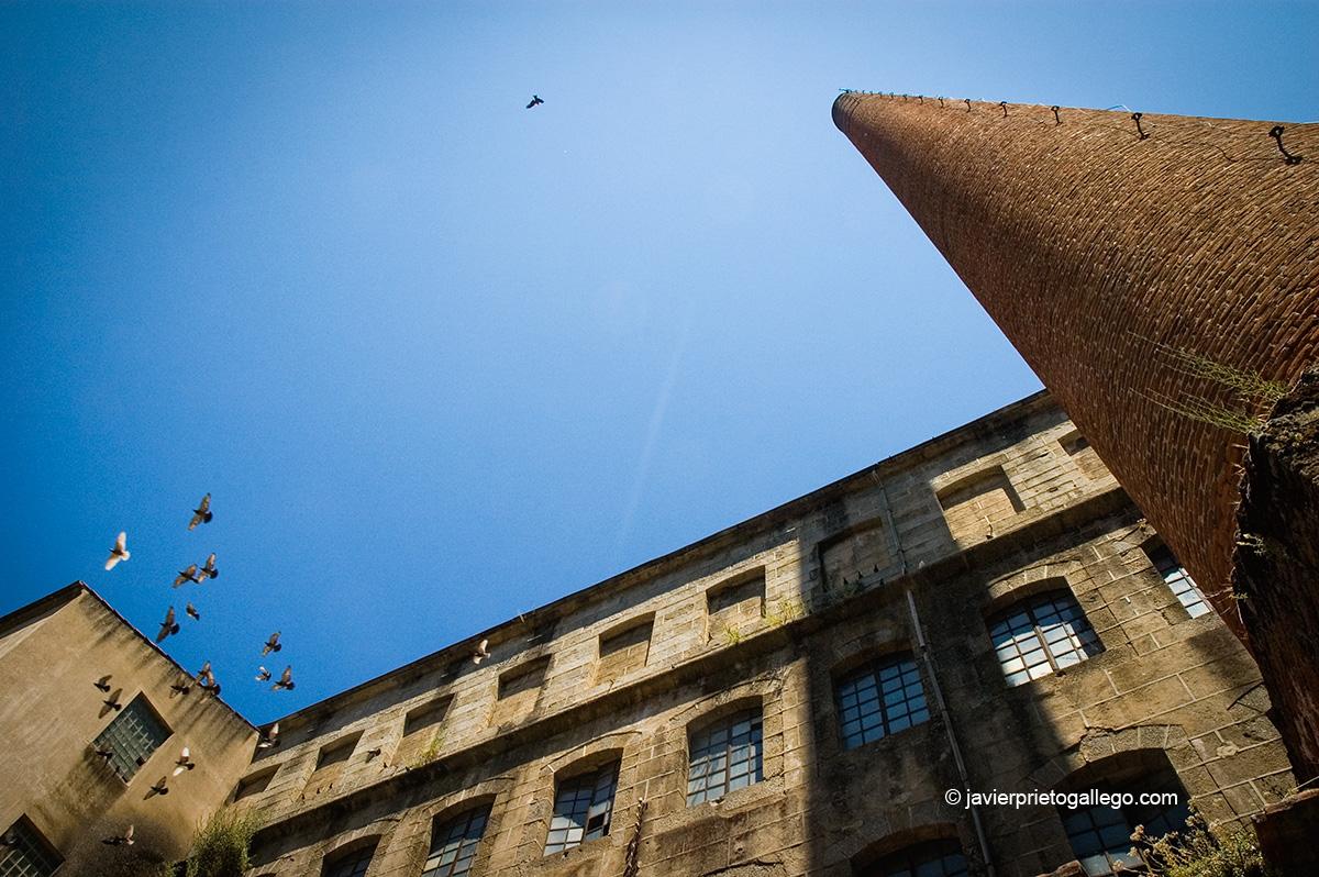 Ruta de las fábricas textiles. Chimenea de ladrillo de 52 metros en la antigua fábrica de García y Cascón. Béjar. Salamanca. Castilla y León. España © Javier Prieto Gallego;