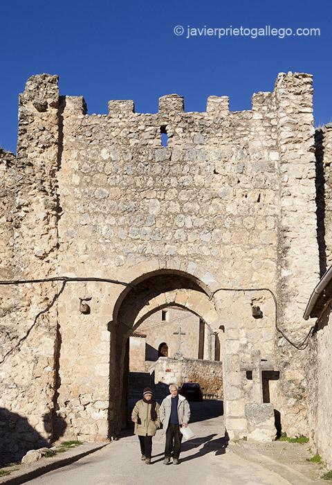 La puerta del Arco es uno de los restos más visibles de la muralla que rodeó la localidad de Maderuelo. Segovia.Castilla y León. España. Javier Prieto Gallego;