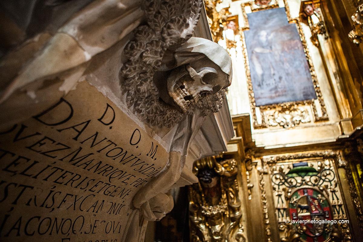 Sepulcro del obispo Antonio Idiaquez Manrique en la capilla de San Antón de la catedral de Segovia. Castilla y León. España. © Javier Prieto Gallego