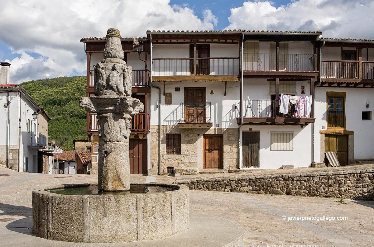 Rollo jurisdiccional en la plaza Mayor de la localidad de Montemayor del Río. Salamanca. Castilla y León. España.© Javier Prieto Gallego