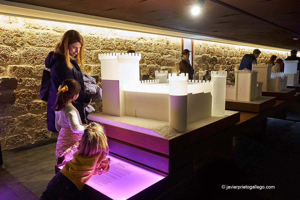 Maquetas expuestas en el interior del castillo de Fuensaldaña convertido en Centro de Interpretación de los Castillos de Valladolid. Valladolid. Castilla y León. España. Javier Prieto Gallego