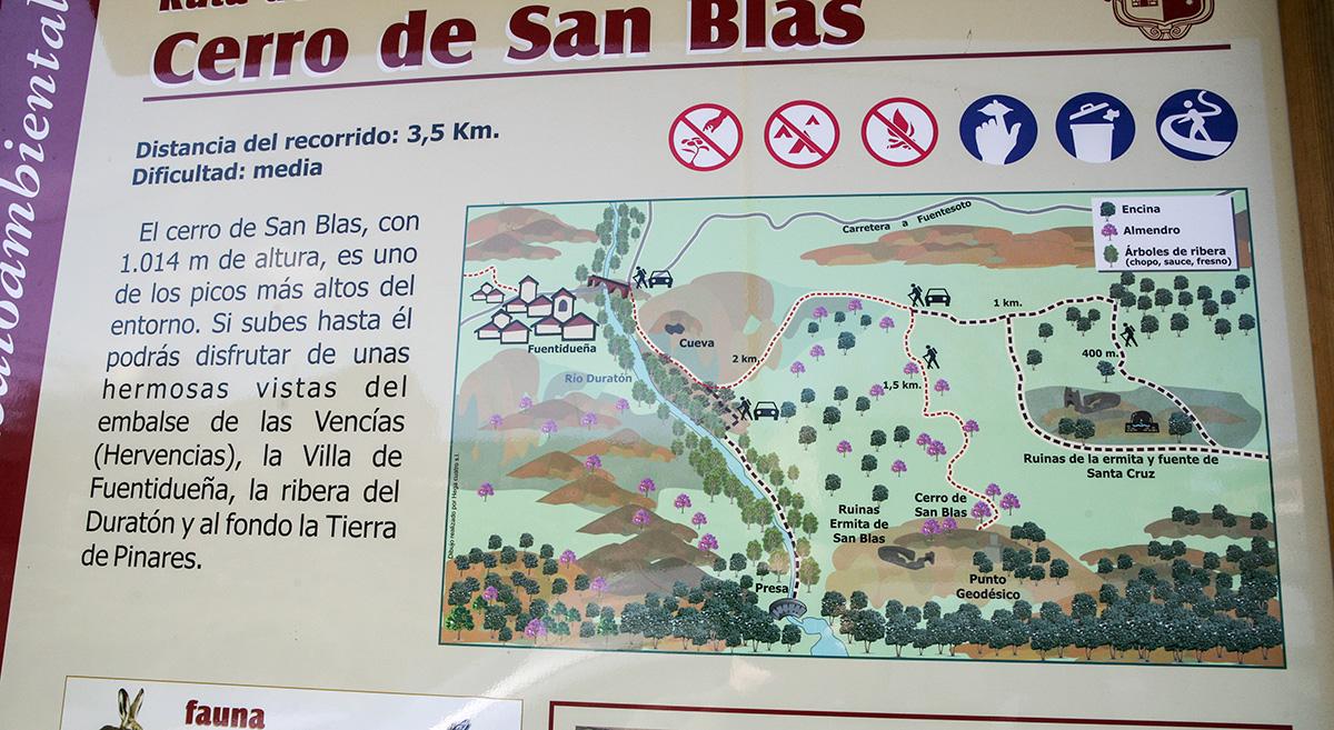 Señalización en el camino hacia el cerro de San Blas. Fuentidueña. Segovia. Castilla y León. España. © Javier Prieto Gallego