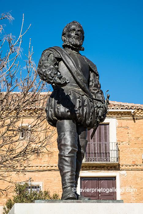 Estatua de Juan Ponce de León en Santervás de Campos, realizada por Luis Santiago Pardo. Provincia de Valladolid. Castilla y León. España © Javier Prieto Gallego