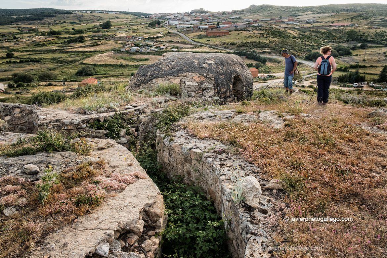 """Paisajes de fortines y trincheras"""". Las Navas del Marqués. Ávila. Castilla y León. España © Javier Prieto Gallego;"""