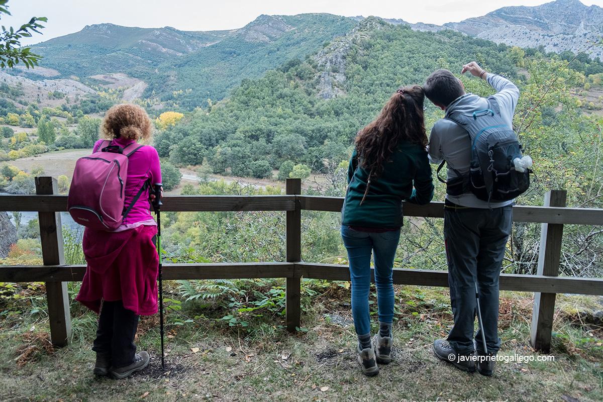 Senderistas en la Ruta de las Minas. Sabero. León. Castilla y León. España © Javier Prieto Gallego